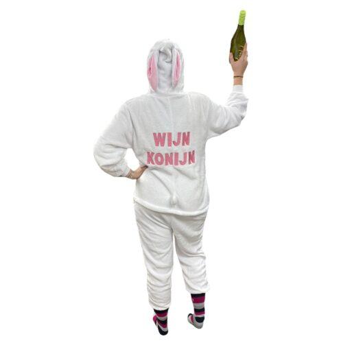 Wijn konijn achter